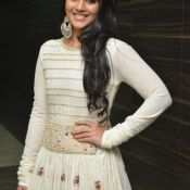 megha-aakash-new-stills2
