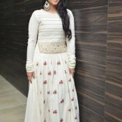 megha-aakash-new-stills3