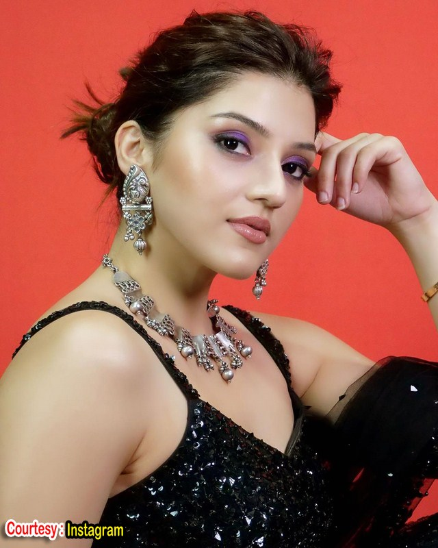 Mehreen pirzada looks stunning in black attire-Mehreen Pirzada Black Dress Images,mehreen Pirzada Latest Images,Mehreen Pirzada News Images Photos,Spicy Hot Pics,Images,High Resolution WallPapers Download