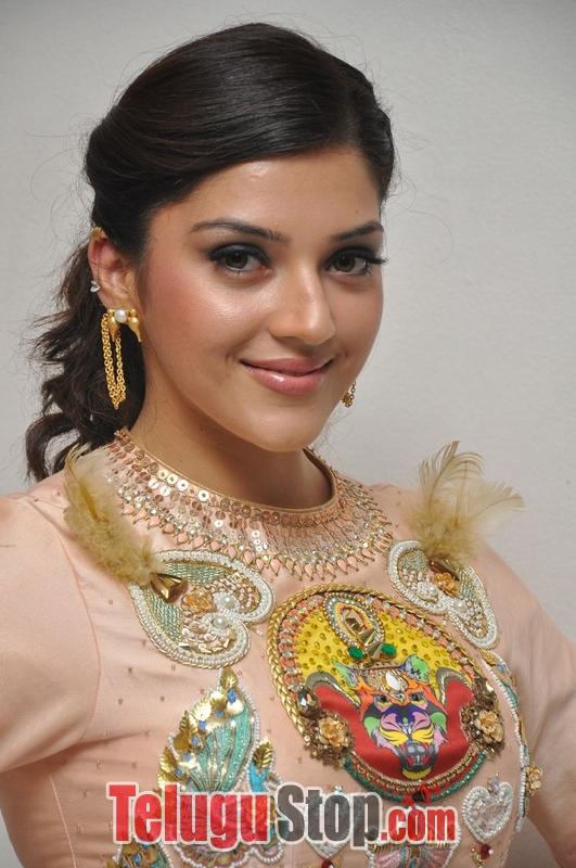 Mehreen Kaur Pirzada Stills-Mehreen Kaur Pirzada Stills--Telugu Actress Hot Photos Mehreen Kaur Pirzada Stills-