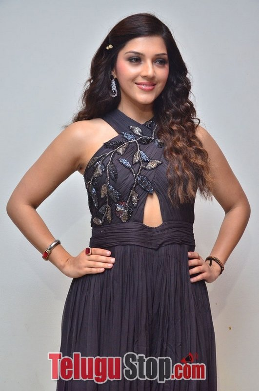 Mehrene kaur latest stills- Photos,Spicy Hot Pics,Images,High Resolution WallPapers Download