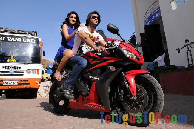 Mirchi lanti kurradu movie stills 3- Photos,Spicy Hot Pics,Images,High Resolution WallPapers Download