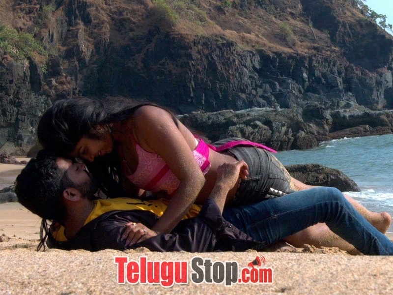 Moni movie hot stills- Photos,Spicy Hot Pics,Images,High Resolution WallPapers Download