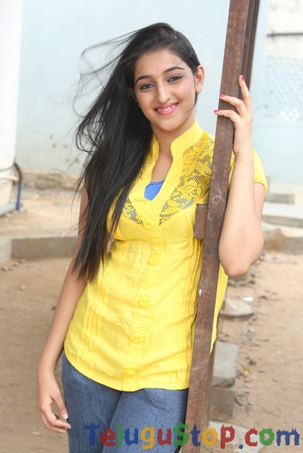 Mourya cute stills- Photos,Spicy Hot Pics,Images,High Resolution WallPapers Download