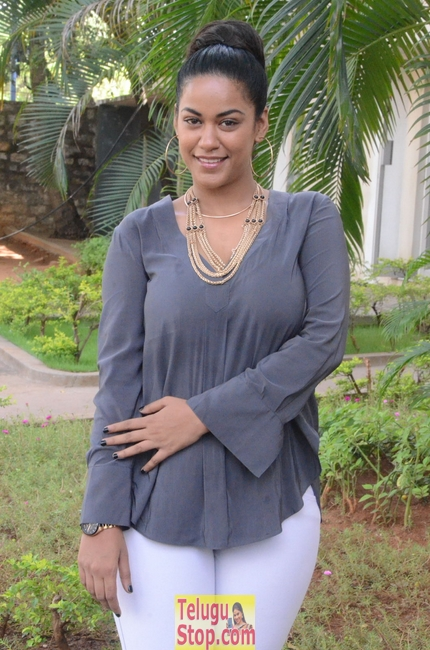 Mumaith khan latest pics- Photos,Spicy Hot Pics,Images,High Resolution WallPapers Download