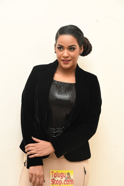 Mumaith khan pics- Photos,Spicy Hot Pics,Images,High Resolution WallPapers Download