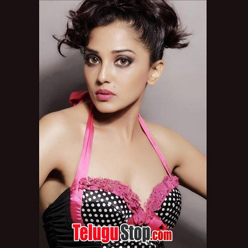 Naeera Zaverie New Photos-