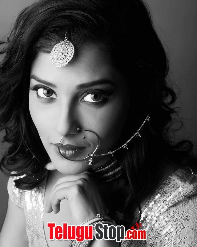 Naeera zaverie new photos- Photos,Spicy Hot Pics,Images,High Resolution WallPapers Download