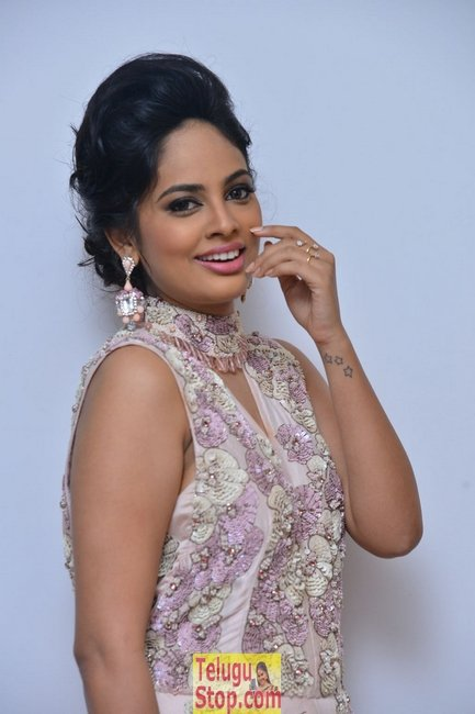 Nandhitha swetha new stills- Photos,Spicy Hot Pics,Images,High Resolution WallPapers Download
