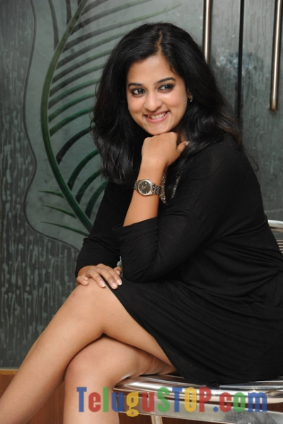 Nanditha latest stills 2- Photos,Spicy Hot Pics,Images,High Resolution WallPapers Download