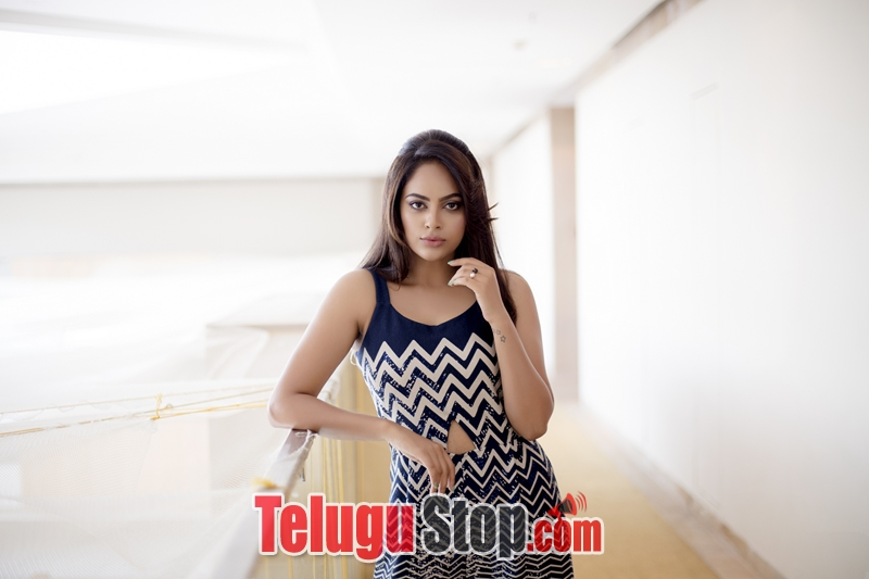 Nanditha swetha hd stills- Photos,Spicy Hot Pics,Images,High Resolution WallPapers Download