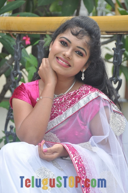 Naveena jackson stills- Photos,Spicy Hot Pics,Images,High Resolution WallPapers Download