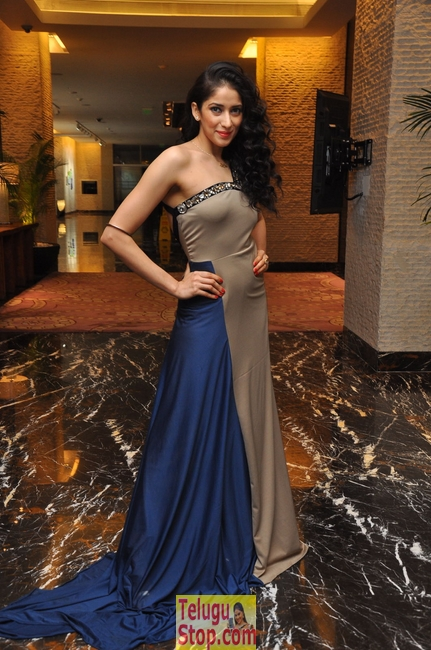 Neha ahuja latest stills- Photos,Spicy Hot Pics,Images,High Resolution WallPapers Download