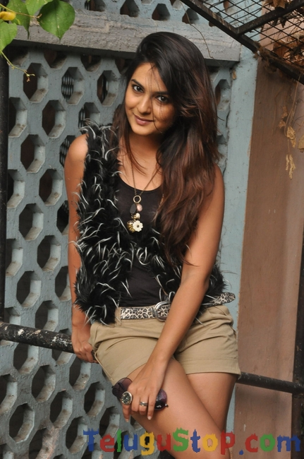 Neha deshpande new stills- Photos,Spicy Hot Pics,Images,High Resolution WallPapers Download