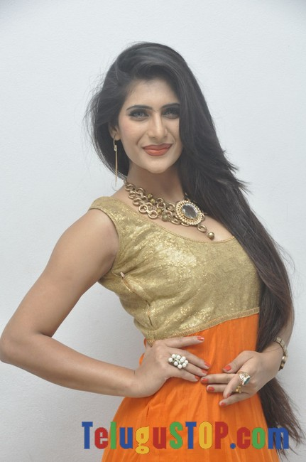 Neha saxena latest stills- Photos,Spicy Hot Pics,Images,High Resolution WallPapers Download