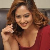 nikesha-patel-new-stills10