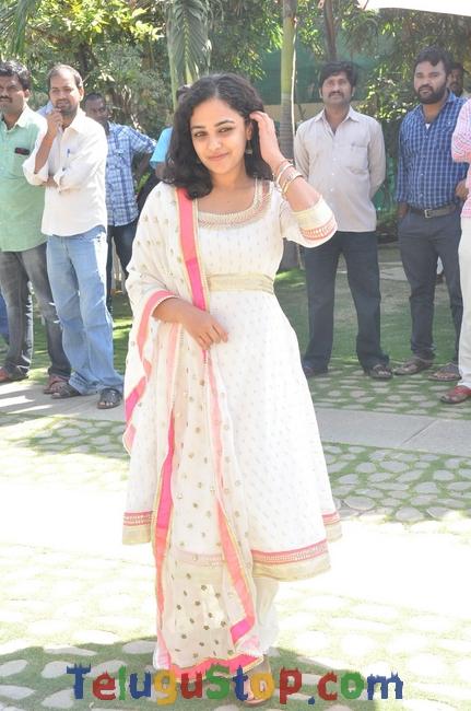 Nitya Menon New Stills-Nitya Menon New Stills--Telugu Actress Hot Photos Nitya Menon New Stills-