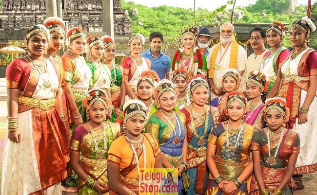 Om namo venkatesaya working stills- Photos,Spicy Hot Pics,Images,High Resolution WallPapers Download