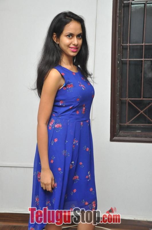 Pallavi dora stills- Photos,Spicy Hot Pics,Images,High Resolution WallPapers Download