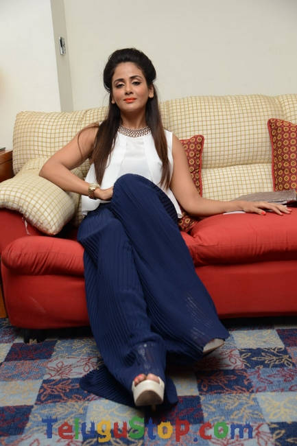 Parul yadav new stills- Photos,Spicy Hot Pics,Images,High Resolution WallPapers Download