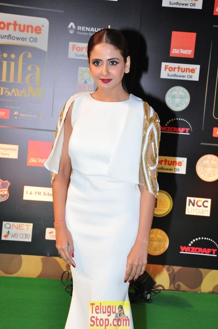 Parul yadav stills- Photos,Spicy Hot Pics,Images,High Resolution WallPapers Download