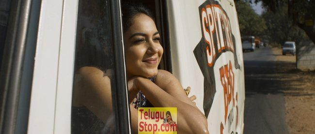 Pelli choopulu movie stills- Photos,Spicy Hot Pics,Images,High Resolution WallPapers Download