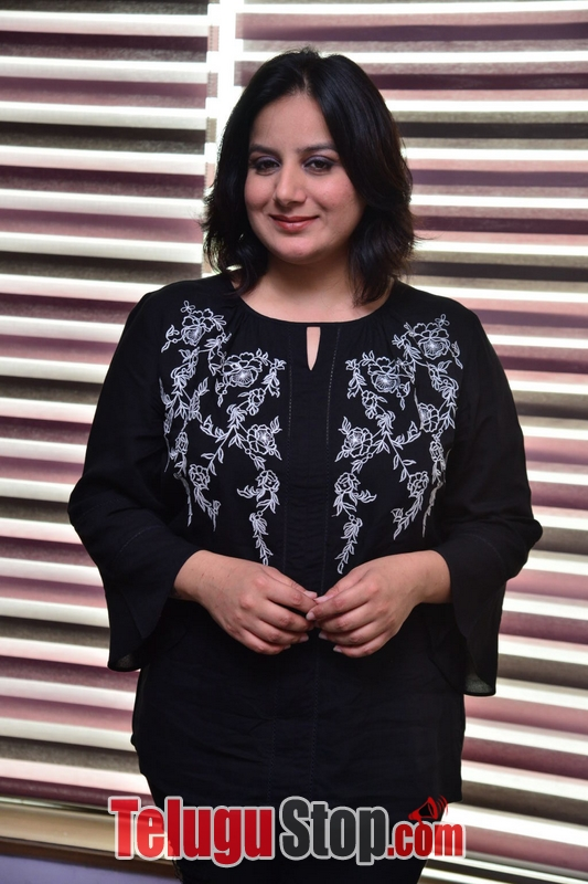 Pooja gandhi stills- Photos,Spicy Hot Pics,Images,High Resolution WallPapers Download