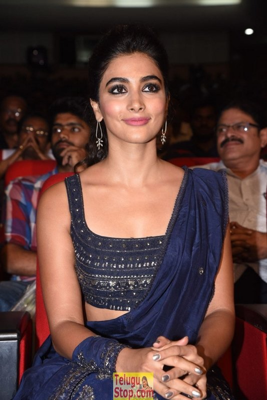 Pooja hegde new stills 3- Photos,Spicy Hot Pics,Images,High Resolution WallPapers Download