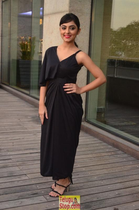 Pooja K Dhoshi New Stills-Pooja K Dhoshi New Stills--Telugu Actress Hot Photos Pooja K Dhoshi New Stills-