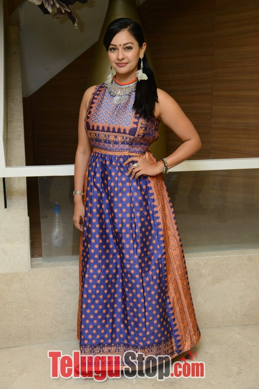 Pooja kumar latest stills- Photos,Spicy Hot Pics,Images,High Resolution WallPapers Download