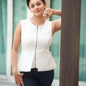 Pooja Kumar New Photo Stills- Photo 4 ?>