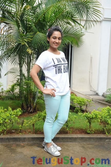 Pooja ramachandran stills- Photos,Spicy Hot Pics,Images,High Resolution WallPapers Download