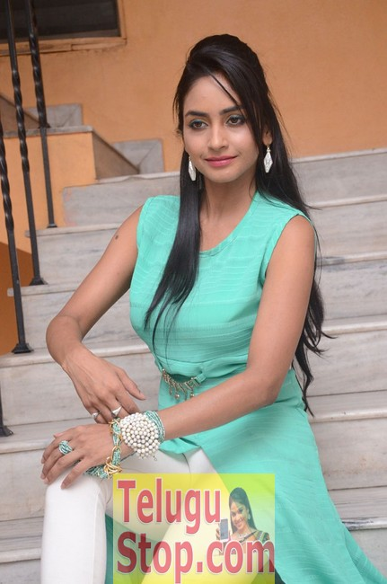 Pooja sri latest stills- Photos,Spicy Hot Pics,Images,High Resolution WallPapers Download
