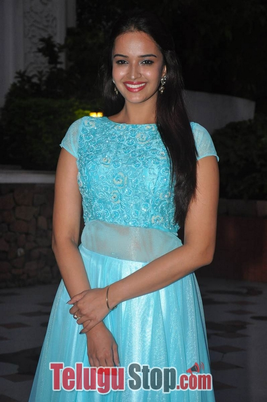 Poojitha new stills- Photos,Spicy Hot Pics,Images,High Resolution WallPapers Download