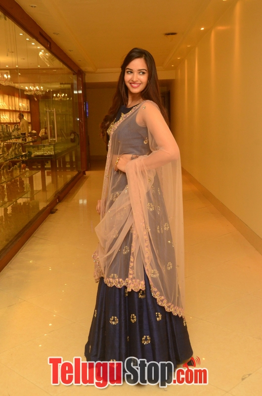 Poojitha ponnada new photos