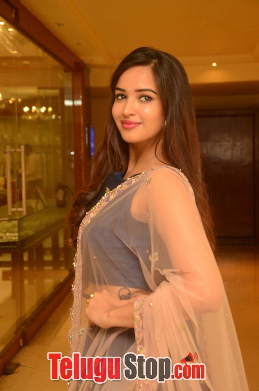Poojitha ponnada new photos- Photos,Spicy Hot Pics,Images,High Resolution WallPapers Download