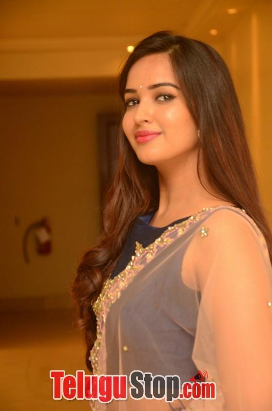 Poojitha Ponnada New Photos-