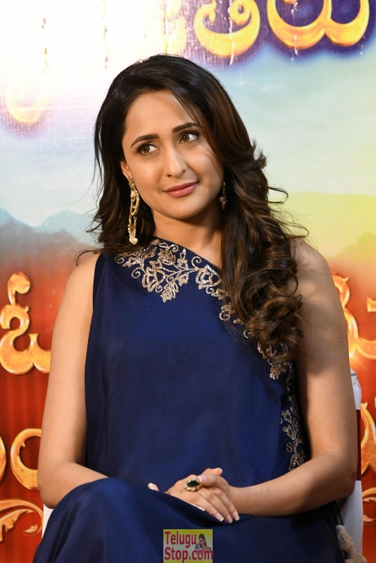 Pragya Jaiswal New Stills-Pragya Jaiswal New Stills-