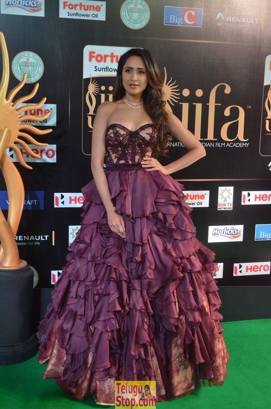 Pragya jaiswal new stills 5- Photos,Spicy Hot Pics,Images,High Resolution WallPapers Download
