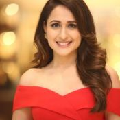 pragya-jaiswal-new-stills09