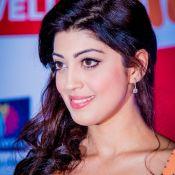 Praneetha Hot Show at SIIMA 2014