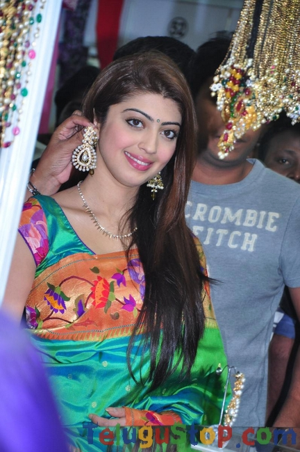 Pranitha latest stills 3- Photos,Spicy Hot Pics,Images,High Resolution WallPapers Download