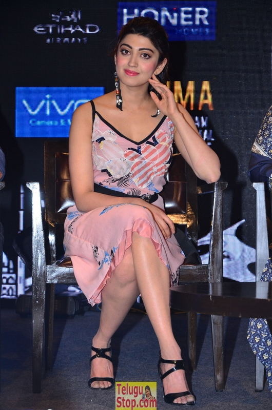 Pranitha new stills 2- Photos,Spicy Hot Pics,Images,High Resolution WallPapers Download