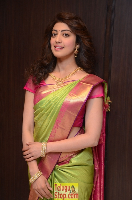 Pranitha subhash new stills- Photos,Spicy Hot Pics,Images,High Resolution WallPapers Download