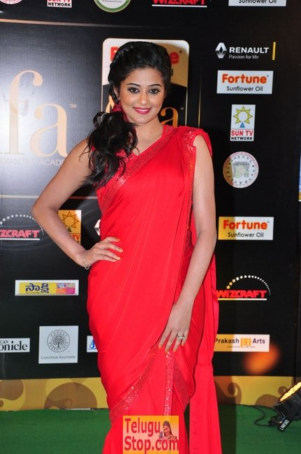 Priyamani pics- Photos,Spicy Hot Pics,Images,High Resolution WallPapers Download