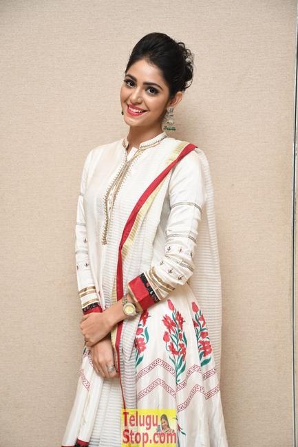 Priyanka bharadwaj new stills- Photos,Spicy Hot Pics,Images,High Resolution WallPapers Download