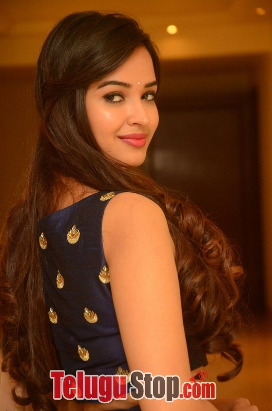 Pujita Ponnada New Stills--Telugu Actress Hot Photos Pujita Ponnada New Stills-