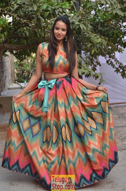 Pujitha Ponnada New Images-Pujitha Ponnada New Images-