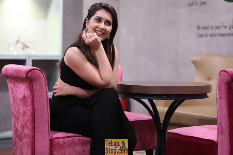 Raashi Khanna New Stills-Raashi Khanna New Stills--Telugu Actress Hot Photos Raashi Khanna New Stills-