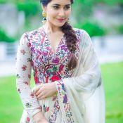 Raashi Khanna New Stills